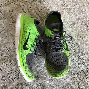 MENs Nike sneakers! FREE FLYNIT 4.0